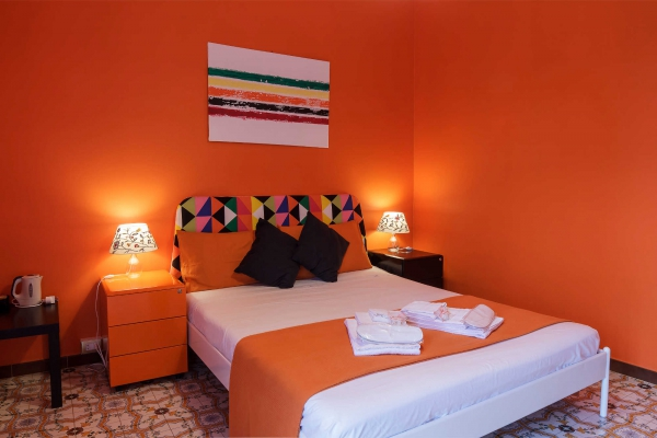 Le Saline B&B Siracusa Orange Room: First double bed